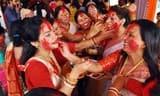 सिंदूर खेल मां दुर्गा को विदा करते भावुक हुए श्रद्धालु