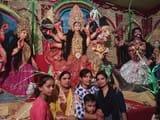 नम आंखों से श्रद्धालुओं ने मां दुर्गे को दी विदाई