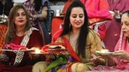 Karwa Chauth 2018: व्रत रखने से पहले सुहागिन महिलाएं जान लें पूजा का मुहूर्त और पूरी कथा