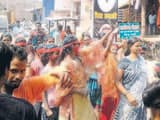 नाचते-गाते विसर्जित की गईं दुर्गा प्रतिमाएं