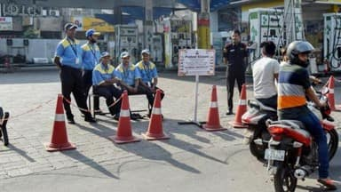 400 fuel pumps shut in Delhi today