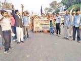 अहमदाबाद के कार्यक्रम में लाठीचार्ज की निंदा, जुलूस निकालकर जताई नाराजगी