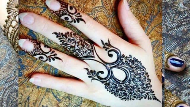 Mehndi Design Photos (Simple & Easy)