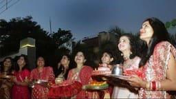 Karwa chauth 2019: इस करवा चौथ उच्च राशि का चंद्रमा देगा सुहागिनों को सौभाग्य का वरदान