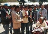 कांग्रेस प्रत्याशी देवेन्द्र ने महरागांव में घर-घर लोगों से मांगे वोट