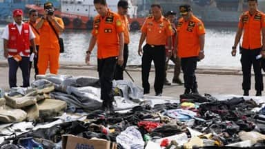 lion air passenger jet crashes in indonesia into the sea rescue operation continue