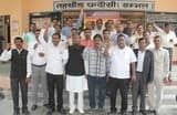 सीतापुर में वकीलों के साथ  अभद्रता के विरोध में  प्रदर्शन