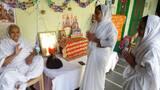 चातुमार्स निष्ठापन समारोह में भेंट किए पिच्छी और शास्त्र