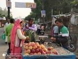 बाजार में नारियल गोला के साथ फलों ने छुआ आसामान