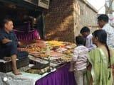 बाजार में भैयादूज को सजी मिठाई की दुकानें