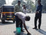 Officials carry out an anti-spitting drive in Shivaji Nagar in Pune.(Sanket Wankhade/HT Photo)