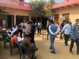 अवैध नशा मुक्ति केंद्र में छापेमारी करती स्वास्थ्य विभाग की टीम