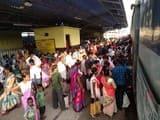 नाकाफी साबित हो रही हैं पूजा स्पेशल ट्रेनें, बोगी में ठसमठस भीड़