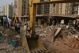 प्राधिकरण ने आम्रपाली जोडिएक में अवैध इमारत गिराई