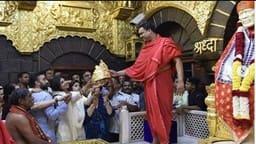 साईंबाबा के दर्शन करने पहुंचीं शिल्पा शेट्टी ने चढ़ाया सोने का मुकुट, कीमत जानकर उड़ जाएंगे होश