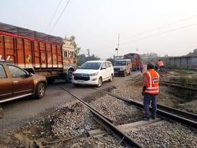 हुलासनगरा रेलवे क्रॉसिंग खुली लेकिन दुश्वारियां बरकरार