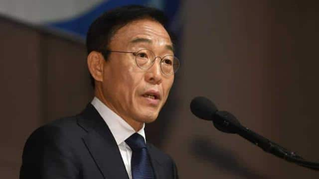 Samsung Electronics co-president Kim Ki-nam speaks as he makes a formal apology for victims of work-