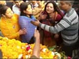 Wife of Late UP cop Subodh Kumar during last rites (ANI Twitter Pic)