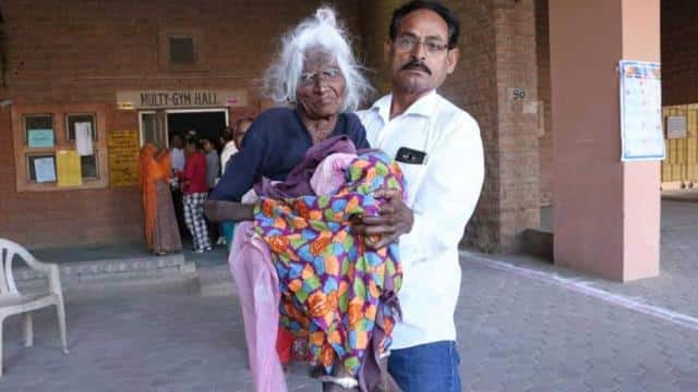114-year-old woman, Dakha Devi to the polling booth. (HT Photo)