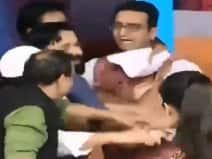VIDEO:न्यूज चैनल में लाइव डिबेट के दौरान मारपीट,SP प्रवक्ता हिरासत में