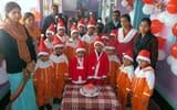 सांता क्लॉज बन मनाया क्रिसमस