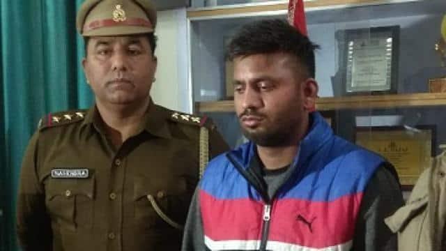 फर्जी आईएएस अफसर गिरफ्तार (फोटो : हिन्दुस्तान)