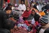 पछुआ हवा से बढ़ी कनकनी, ऊनी कपड़ों का बाजार हुआ गर्म