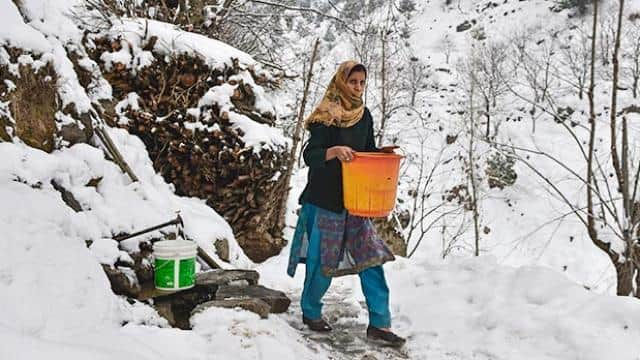 Cold wave continues in Kashmir valley, possibility of snowfall