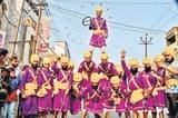 गाजे-बाजे संग निकाली शोभायात्रा, पंजाब के युवाओं ने दिखाया हैरतअंगेज करतब