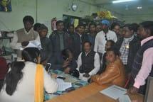 ग्रामीण डॉक्टरों ने एमओआईसी को घेरा