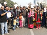 people protesting against amrapali group