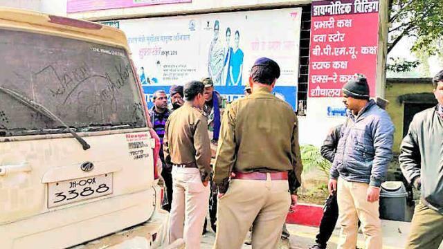 पत्थरबाजी में पुलिस घायल, प्राथमिकी