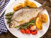 प्रोटीन और ओमेगा-3 फैटी एसिड के लिए अंडे, चिकन, मछली खाएं