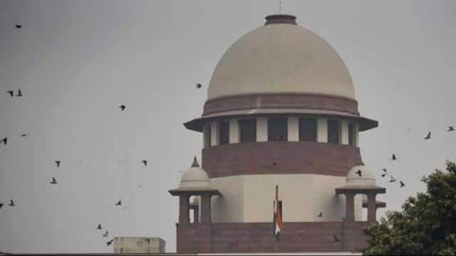 The central government is seeking the Supreme Court 's permission to transfer part 67 acres of land