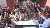 बैटरी रिक्शा चालकों ने शुरू की भूख हड़ताल