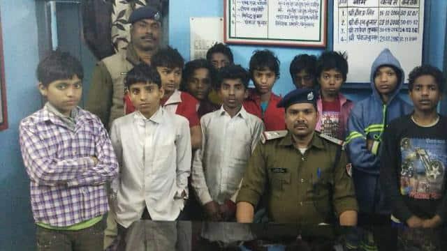 बेगूसराय रेलवे स्टेशन पर कोशी एक्सप्रेस से उतारे गए सभी बच्चे