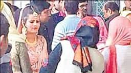 पेशी पर आए गैंगस्टर अनिल दुजाना ने प्रेमिका से कोर्ट में की 'सगाई'