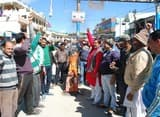चम्पावत में टैक्सी यूनियन ने पाकिस्तान का पुतला फूंका