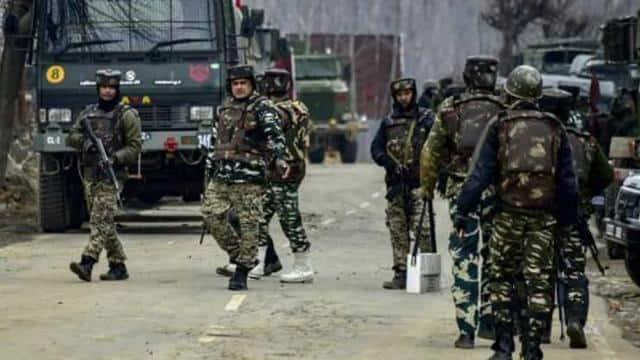 जम्मू-कश्मीर के शोपियां में सुरक्षाबलों और आतंकवादियों के बीच एनकाउंटर (AP Photo/Representative imag