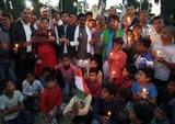 कांग्रेसजनों ने कैंडल मार्च निकाल शहीदों को दी श्रद्धांजलि