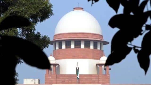 A view of the Supreme Court building is seen in New Delhi December 7, 2010. REUTERS/B Mathur/Files(R
