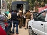 घटना की जांच करते पुलिसकर्मी। (हिन्दुस्तान)