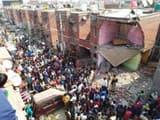 हादसे के बाद मौके पर मौजूद पुलिस और स्थानीय लोग। (फोटो : हिन्दुस्तान)