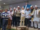 आप ऑफिस पर बुधवार को भाजपा की ओर से बीते लोकसभा चुनाव में जारी किए गए घोषणापत्र की प्रति जलाई गई।