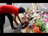 people gives flower tribute to victims of the mosques attacks in christchurch