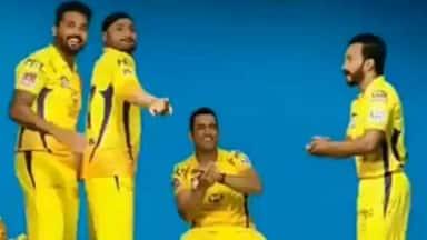 ipl 2019 ms dhoni kedar jadhav harbhajan singh dance in csk anthem watch  video - CSK के एंथम पर धौनी-भज्जी-जाधव ने लचकाई कमर, देखें- VIDEO