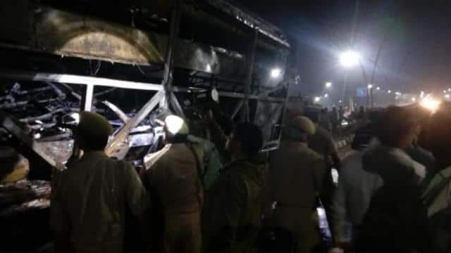 fire broke out in bus at agra lucknow expressway  photo-hindustan