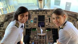 mother daughter pilot delta airline twitter photo