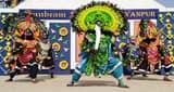 लोक कलाकारों ने छाऊ नृत्य प्रस्तुत कर मोहा मन