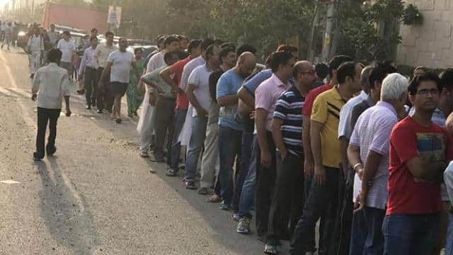 lok sabha elections 2019  people standing in big lines for voting in noida-ghaziabad since morning